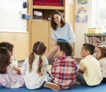 Desarrolla el interés por la educación de los niños.